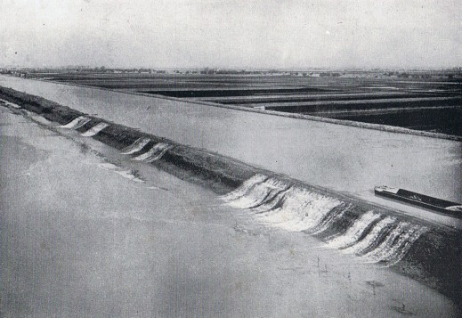 C10.2 March 1947 floods of the Ouse over the embankments near littleport. Astbury 1958